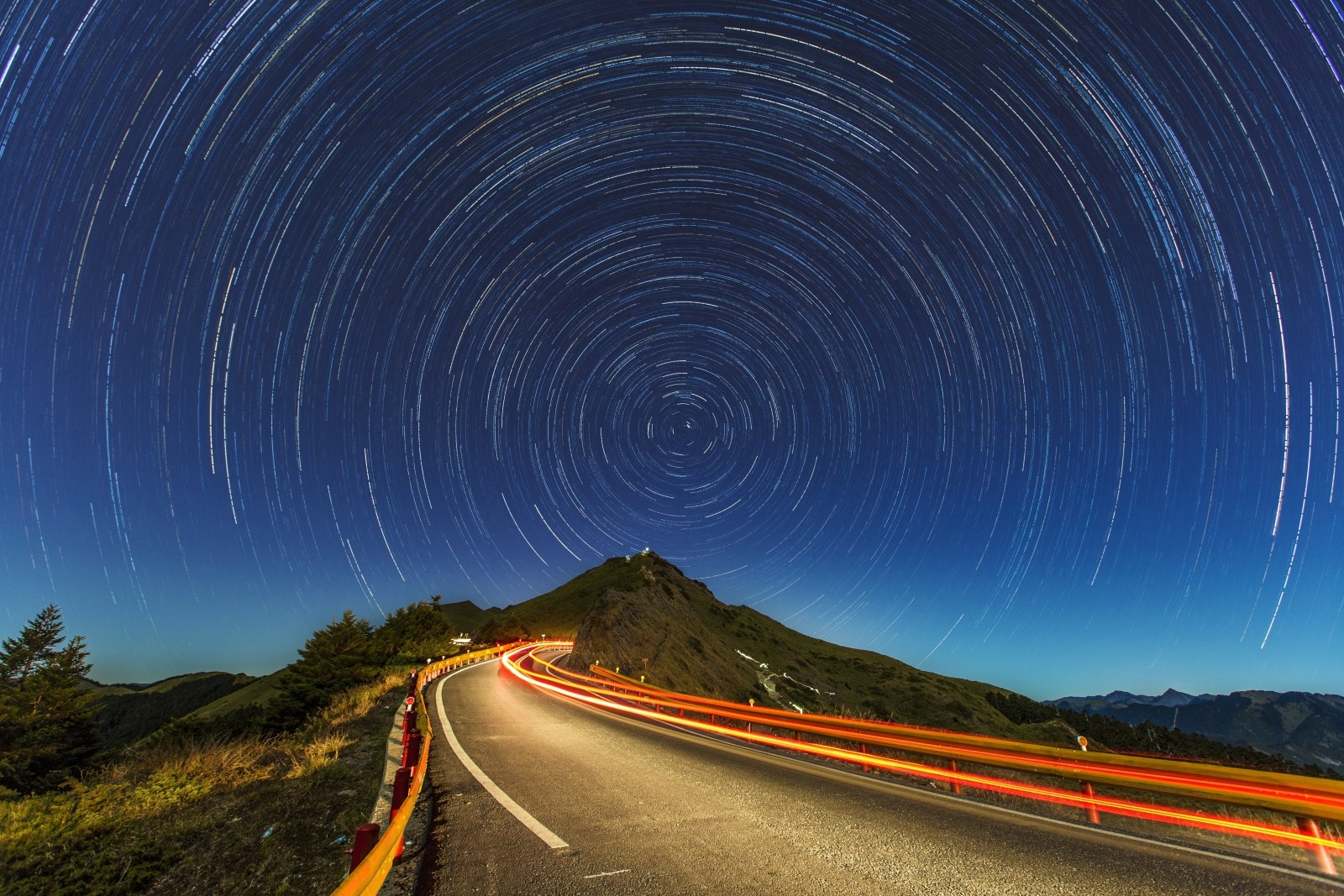 long-exposure-of-road-in-mountains