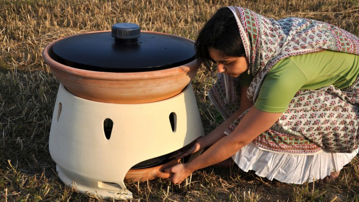 Solar Seawater Distiller Turns Salt Water into Drinking Water Using Only Sunlight