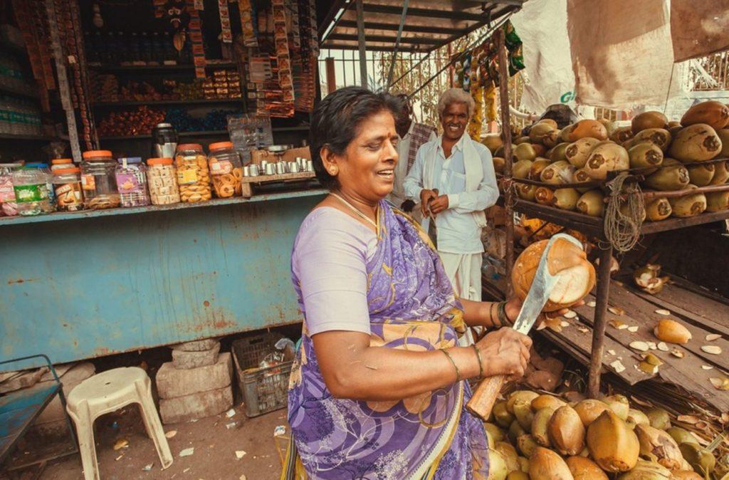 Médicos na Índia redescobrem a história de 4000 anos do óleo de coco em medicina natural - incluindo a destruição de vírus 9